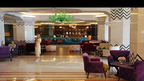 Lobby w hotelu Royal Taj Mahal