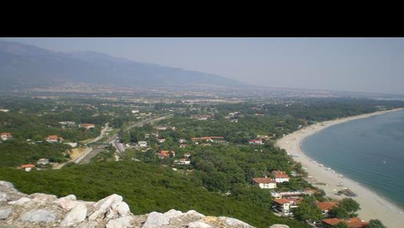 widok z pobliskiego zamku bizantyjskiego na okoliczne plażę...