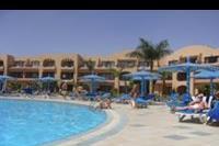 Hotel Ali Baba Palace - widok z basenu na bungalowy