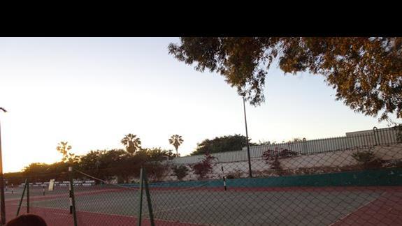Korty tenisowe w hotelu Agador Caribbean Village