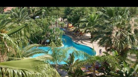 basen przy hotelu