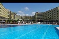 Hotel Silence Beach Resort - Basen i glówny budynek