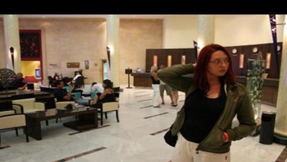 Fragment hotelowego lobby i malzonka Gocha