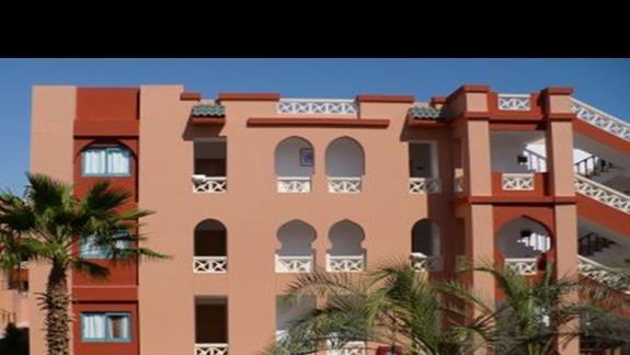 Jeden z budynków hotelowych