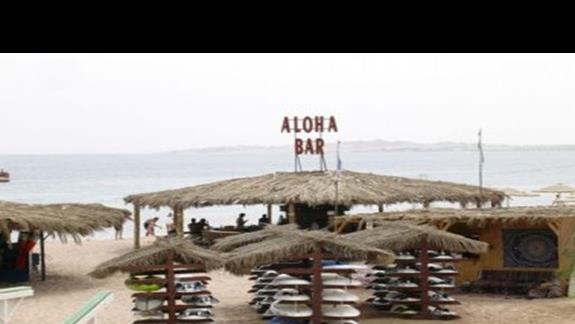 Bar i szkólka surfingowa