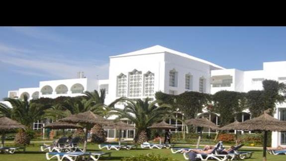 Hotel od strony ogrodu