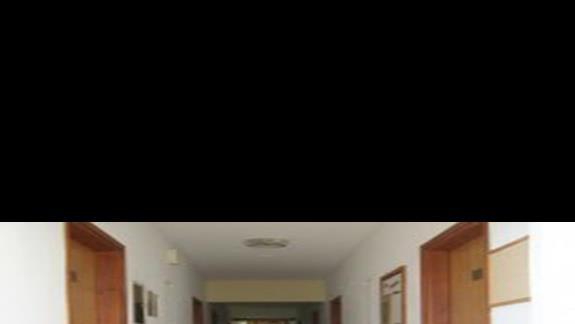 Korytarz prowadzący do pokojów