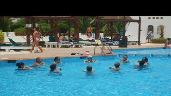 poranna gimnastyka w wodzie