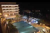 Hotel Santa Lucia le Sabbie D'oro - widok na hotelowy basen