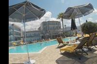 Hotel Carolina Mare - brzeg basenu glównego