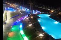 Hotel Carolina Mare - oswietlone baseny noca