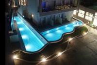 Hotel Carolina Mare - mini baseny przy jednym z budynków
