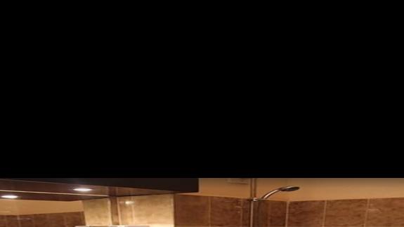 Łazienka w pokoju standardowym