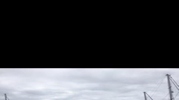 Port w Puerto de Mogan i nieskazitelnie czysta woda