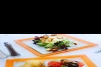 """Hotel Mitsis Blue Domes Exclusive Resort & Spa - Pyszne burgery z restauracji tematycznej typu """"snack bar"""" przy basenie w obiekcie Mitsis Blue Domes Exclusive Resort & Spa"""