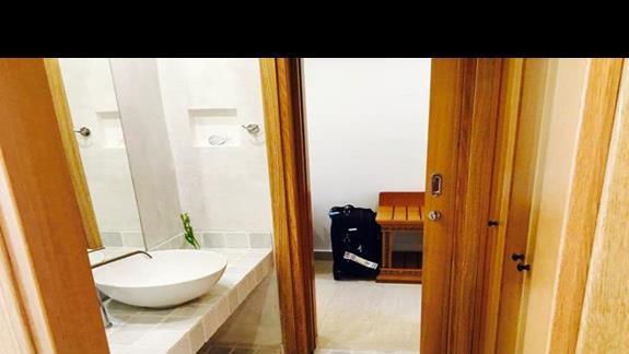 Wnętrze pokoju w bungalowie w obiekcie Mitsis Blue Domes Exclusive Resort & Spa