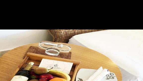 Niespodzianka powitalna w pokoju w obiekcie Mitsis Blue Domes Exclusive Resort & Spa