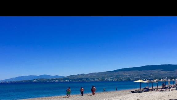 Plaża z widokiem na Wybrzeże Turcji, najbliższa od hotelu Apollon