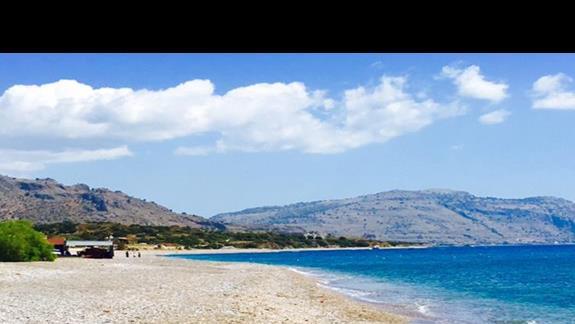 Plaża z bezpłatnymi leżakami dla gości hotelu Mitsis Rodos Village