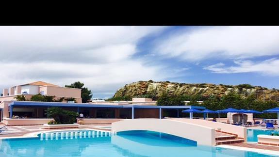 Teren basenowy w obiekcie Mitsis Rodos Village
