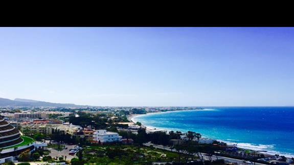 Widok z tarasu 11. piętra  w hotelu Amathus Beach Rhodes