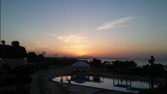 Kipriotis Panorama & Suites -zachód słońca obserwowany z tarasu restauracji