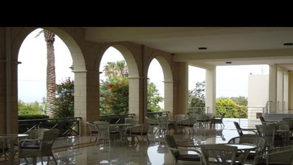Kipriotis Panorama & Suites - teren w okół lobby