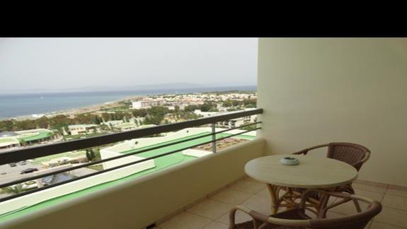 Kipriotis Panorama & Suites - balkon w pokoju