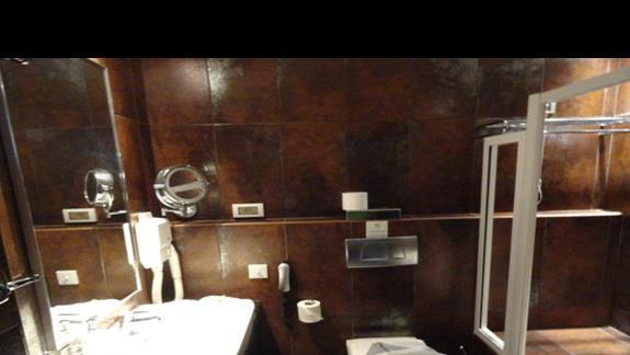 Ammos - łazienka w pokoju