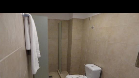 Valynakis Beach Island Resort - łazienka w pokoju
