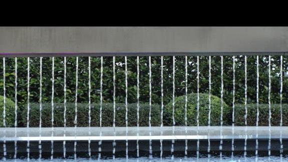 Princess Andriana - fontanna przy wejściu