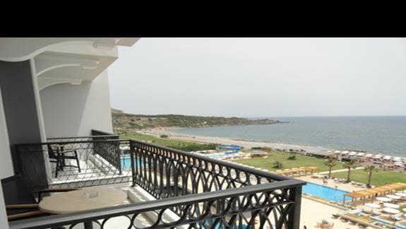 Mitsis Alila - balkon w pokoju