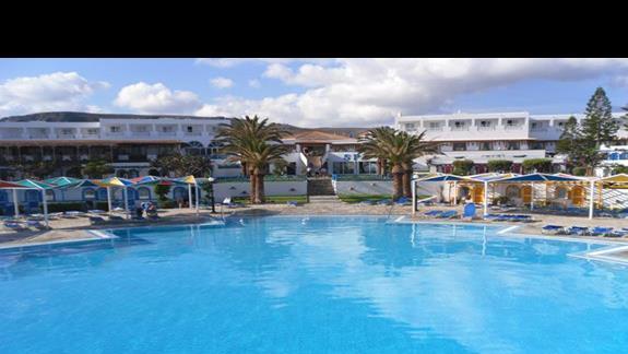 Mitsis RInela Beach Resort basen główny 1