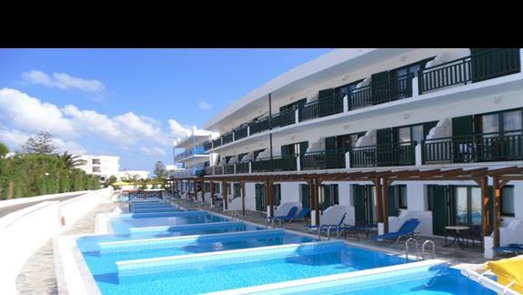 Mitsis RInela Beach Resort  budyne z pokojami rodzinnymi