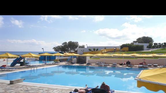Mitsis RInela Beach Resort  drugi boczny basen ze zjeżdżalnią