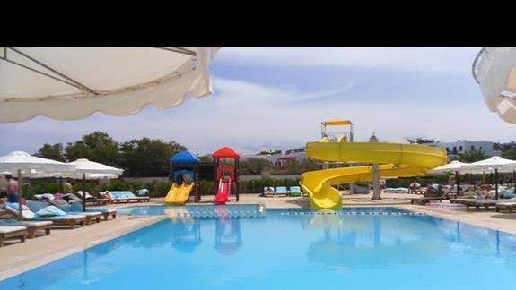 Mitsis Laguna Resort & Spa  basen ze zjezdzalniami