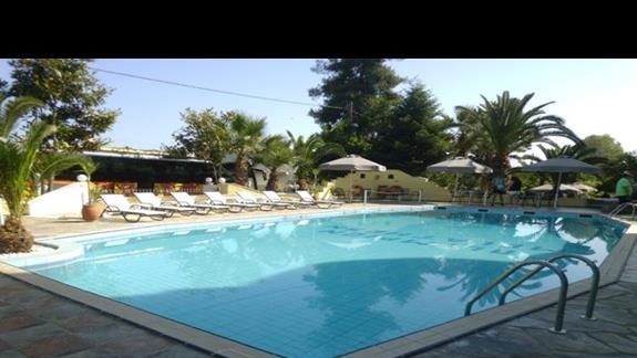 basen przy hotelu Olympian Melathron