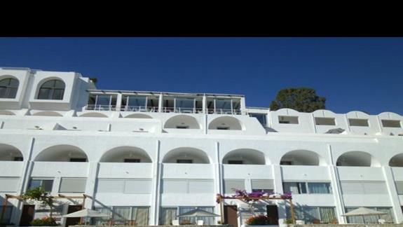 budynek hotelu w Istron Bay