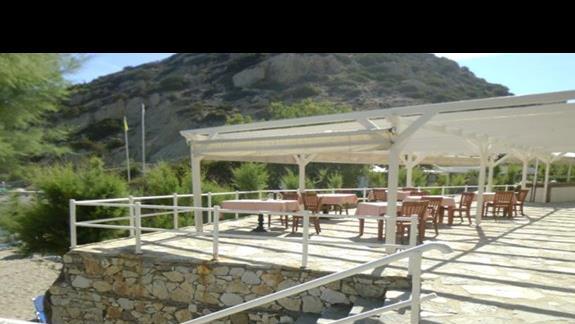bar przy plaży w hotelu Istron Bay