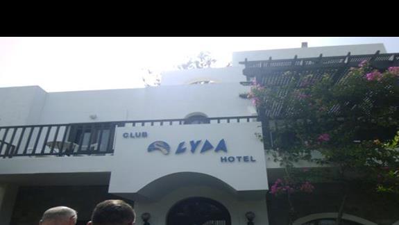 wejście do hotelu Club Lyda