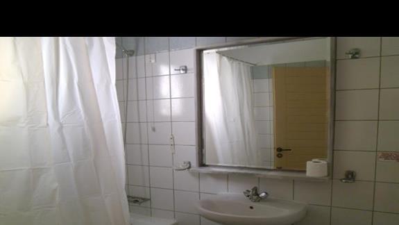 łazienka w pokoju w hotelu Clyb Lyda