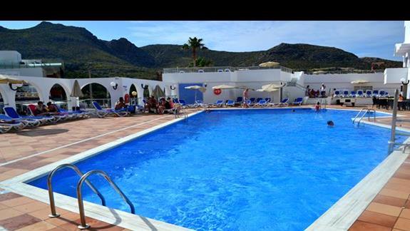 Basen główny, w rzeczywistoście większy niż na zdjęciu, hotel Simar