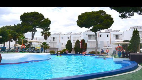 Basen w hotelu Calimera Es Talaial