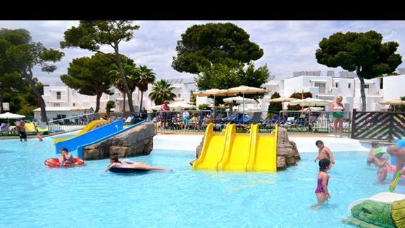 Zjeżdżalnie wodne w hotelu Calimera Es Talaial