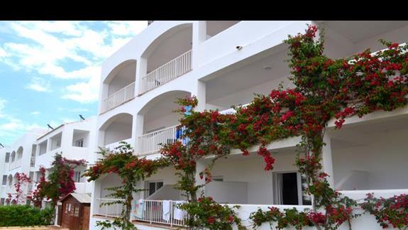 Budynek hotelu Calimera Es Talaial
