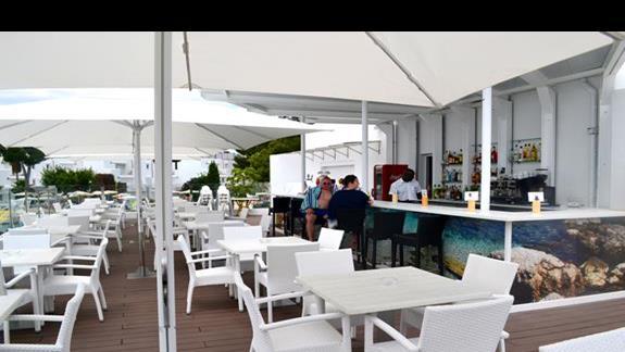Bar dla Vipów w hotelu Calimera Es Talaial