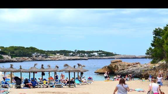 Plaża przy hotelu Calimera Es Talaial