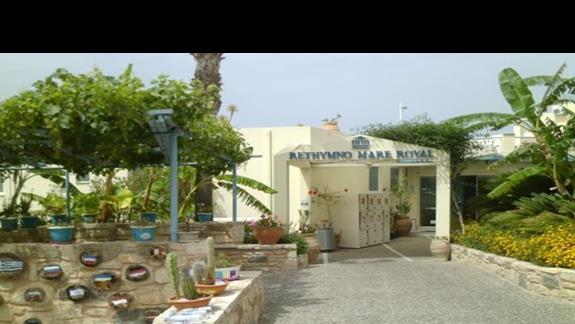 wejście do hotelu Rethymno Mare