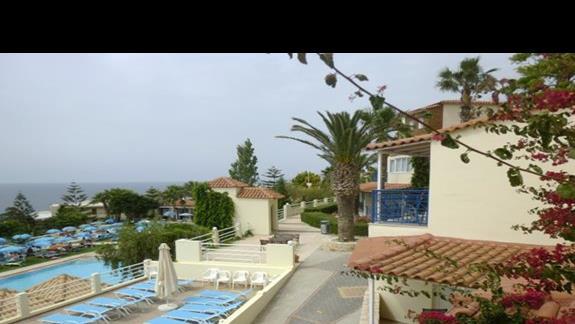 widok na basen w hotelu Rethymno Mare