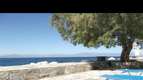 miejsce gdzie najczesciej plazowalismy - okolice basenu z widokiem na zatoke